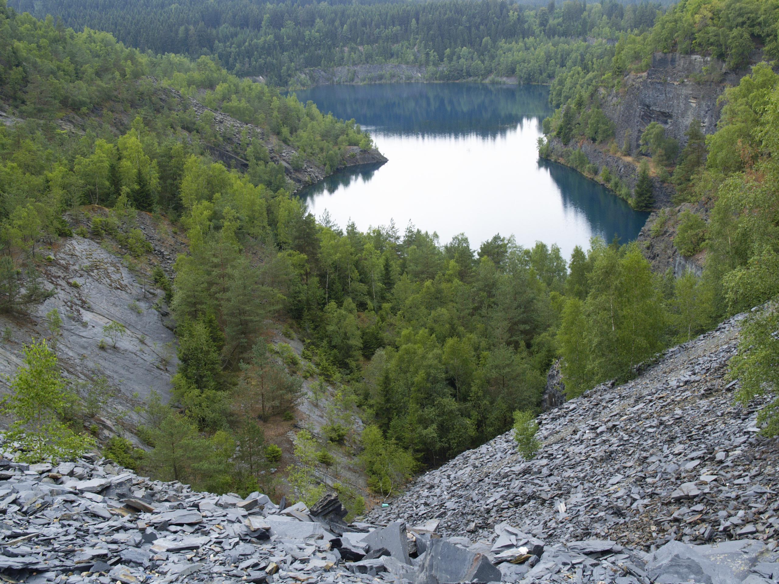 Vollgelaufener Tagebau bei Lehesten